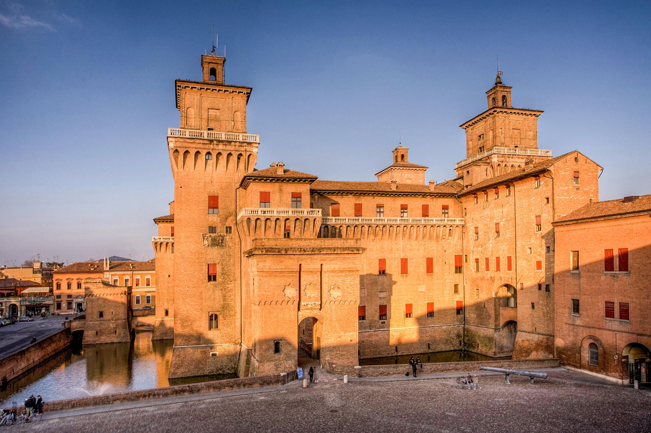 piazzetta del castello Ferrara